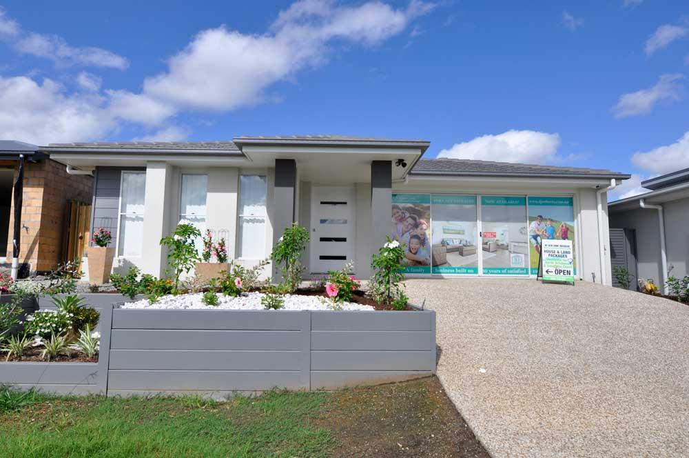 DJ Roberts Display Home Narangba Heights